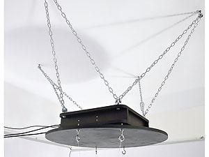 Поворотный стол SA может быть закреплён на потолке в перевёрнутом положении, диск поворотного стола снабжён крючками для подвески