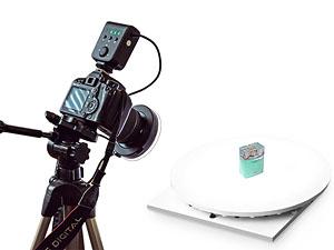 Кольцевой осветитель, надеваемый на объектив камеры, очень эффективно устраняет ненужные тени от предмета