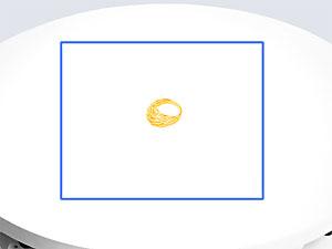 При фотосъемке мелких предметов, ювелирных украшений и т.д. края диска обычно находятся за пределами кадра. Предмет лежит в центре диска поворотного стола, и сам же диск служит фоном